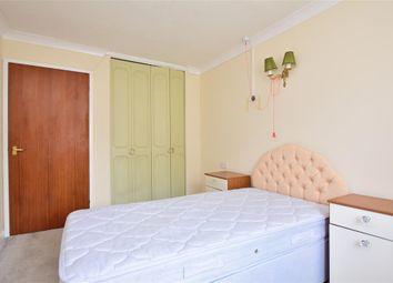 Wellington Crescent, Ramsgate, Kent CT11. 1 bed flat