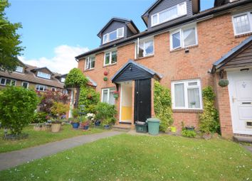 2 bed maisonette to rent in Ruskin Way, Colliers Wood, London SW19