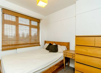 2 bed maisonette to rent in Garratt Lane, Earlsfield, London SW17