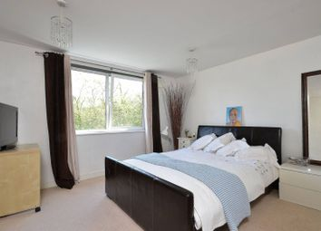 Thumbnail 2 bed flat for sale in Lamberts Road, Surbiton