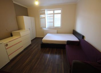 4 bed flat to rent in Green Lanes, London N4