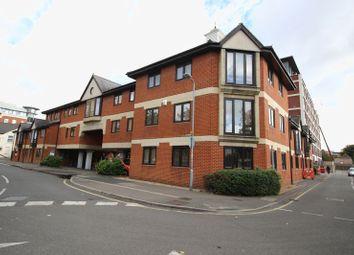 2 bed flat to rent in Burlington Road, Slough SL1