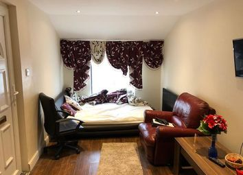 Thumbnail Studio to rent in Eastbourne Road, London