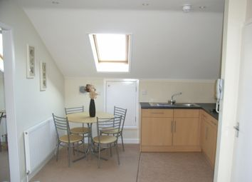 Thumbnail 1 bed flat to rent in High Street, Reading