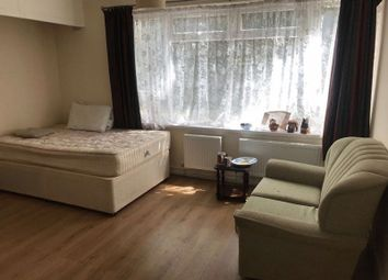 Thumbnail 1 bed flat to rent in Wellington Road South, Hounslow