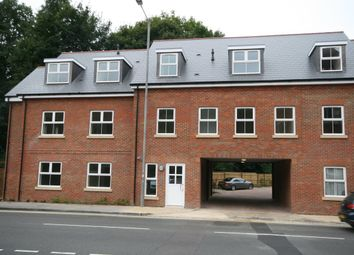 Thumbnail 2 bed flat to rent in Red Lion Street, Chesham
