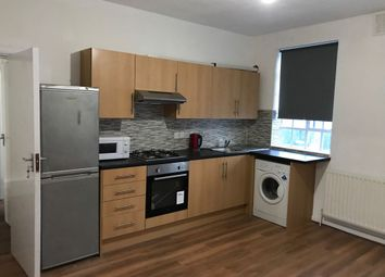 Thumbnail 3 bed flat to rent in Binfield Road, Stockwell