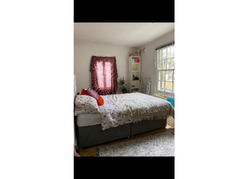 Room to rent in Senrab Street, London E1