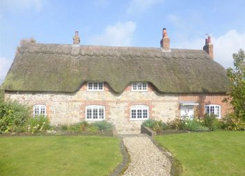 Thumbnail 5 bed cottage to rent in New Road, Chiseldon, Wiltshire