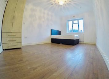 Room to rent in Balfour Road, London W3