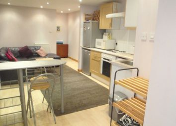 Thumbnail 2 bed flat to rent in Clavering Street East, Paisley