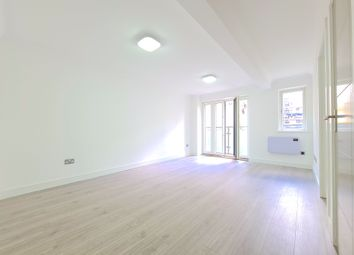 3 bed maisonette to rent in Commercial Road, Aldgate, London E1