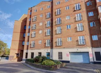 Thumbnail 1 bedroom flat for sale in Cheapside, Reading