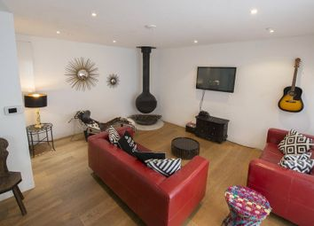 4 bed mews house to rent in Alba Place, Portabello Road, Notting Hill, London W11