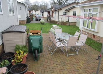 Thumbnail 2 bedroom mobile/park home for sale in Knights Walk, Pilgrims Retreat (Ref 5513), Harrietsham, Maidstone, Kent