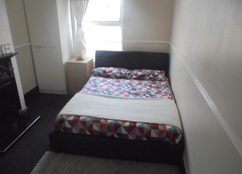 Thumbnail 1 bed town house to rent in Strathmore Avenue, Luton