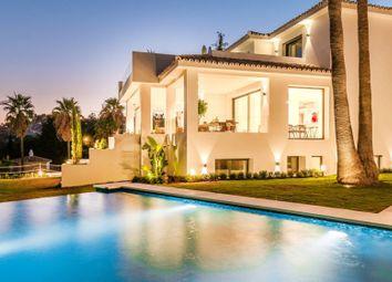 Thumbnail 5 bed villa for sale in Marbella, Málaga, Andalusia