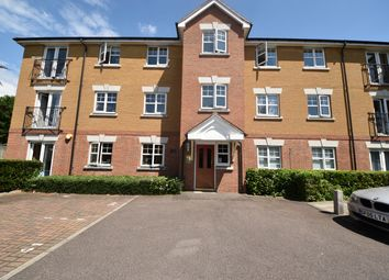 2 bed flat to rent in Heathside Close, Ilford Essex IG2