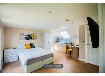 Room to rent in Buckhold Road, London SW18