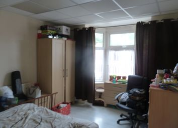 Thumbnail 1 bed flat to rent in Ivy Road/ Narborough Road, West End / Leicester