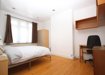 Room to rent in Western Avenue, London W3