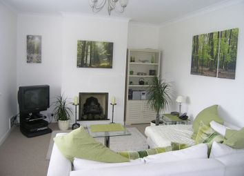 Thumbnail 2 bed flat to rent in Lock Road, Marlow