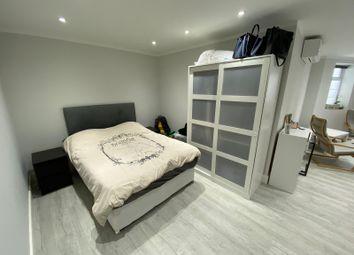Thumbnail Studio to rent in Ravenscroft Avenue, London