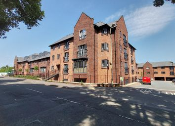 2 bed flat for sale in Willow House, Carter Court, Hook RG27