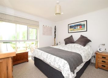Lower Street, Pulborough, West Sussex RH20. 2 bed flat