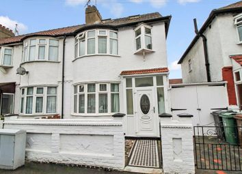 4 bed property to rent in Sanderstead Road, London E10