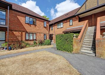 Thumbnail 2 bedroom flat for sale in Bobmore Lane, Marlow