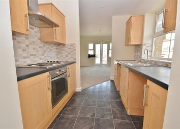 2 bed flat to rent in Holly Street, Luton LU1