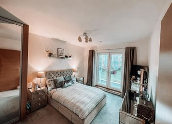 2 bed flat to rent in Dyas Road, Sunbury-On-Thames TW16