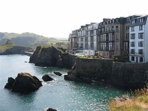 Thumbnail 2 bedroom flat to rent in Capstone Crescent, Ilfracombe