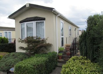 2 bed mobile/park home for sale in Eastern Avenue, Penton Park, Chertsey, Surrey KT16