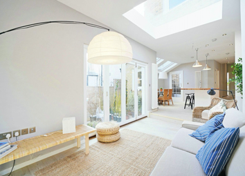 Valetta Road, Acton, London W3. 3 bed flat for sale