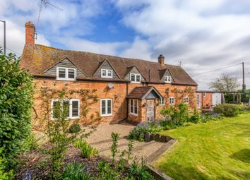 Thumbnail 4 bed detached house to rent in High Street, Waddesdon, Aylesbury