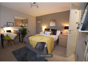 Thumbnail Room to rent in Essex Close, Addlestone