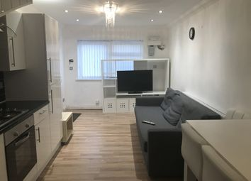 2 bed maisonette to rent in Humberstone Road, Luton, Bedfordshire LU4