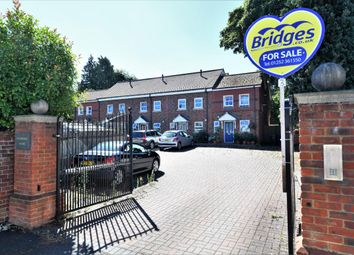 3 bed town house for sale in Pembroke Mews, Farnborough GU14