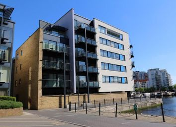 Thumbnail Flat to rent in Boardwalk Place, Canary Wharf