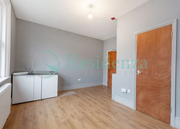 Thumbnail Studio to rent in Beechwood Road, Caterham