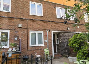 3 bed maisonette to rent in Slippers Place, Bermondsey, London SE16