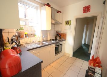Thumbnail 2 bedroom flat to rent in Hemdean Road, Caversham, Reading