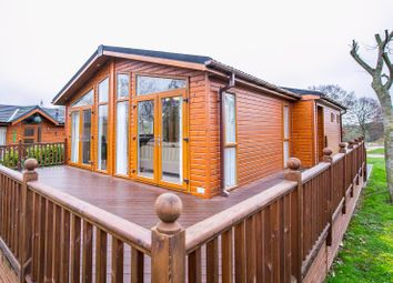 2 bed mobile/park home for sale in Thorpe Road, Weeley, Clacton-On-Sea CO16