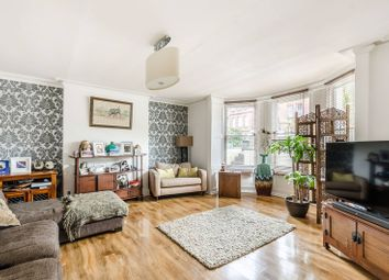 1 bed flat to rent in Boundaries Road, Balham, London SW12