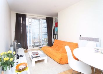 Thumbnail 1 bed flat to rent in Long Lane, London