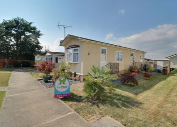 2 bed mobile/park home for sale in Pond Close, Tower Park, Hullbridge, Hockley SS5