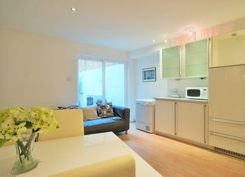 5 bed property to rent in Sidney Grove, Angel, London EC1V