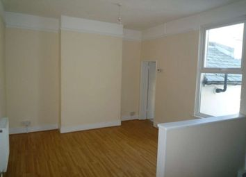 2 bed flat to rent in Parrock Road, Gravesend DA12